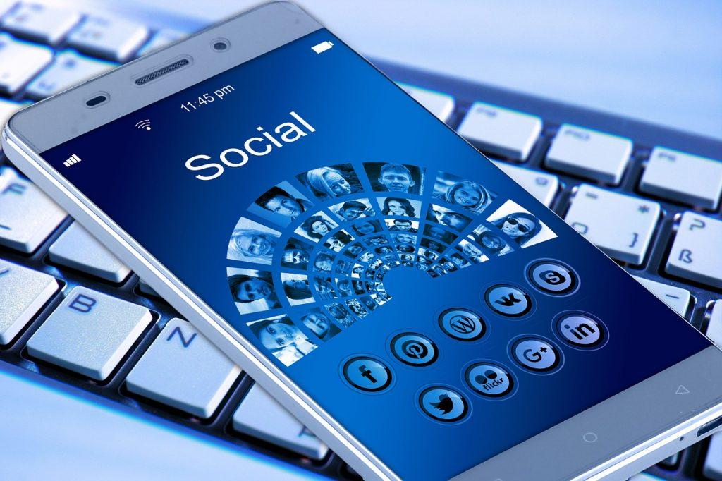 telefon cu retele sociale